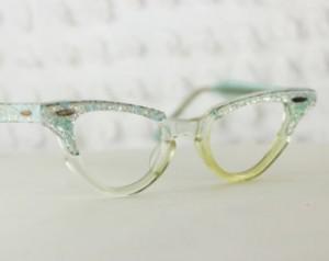 girleyeglasses